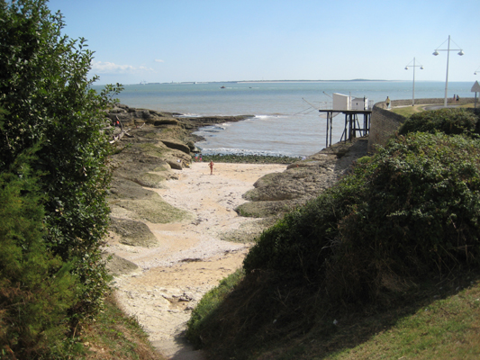 Small cove near Royan with view across the Gironde