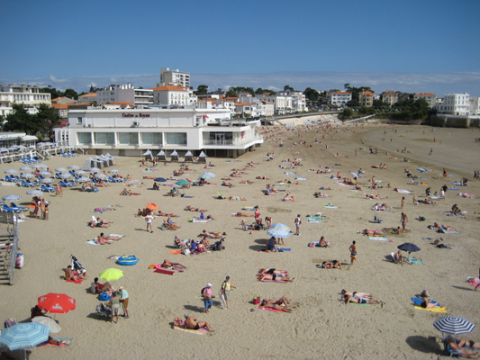 The beach at Pontaillac and Royan casino
